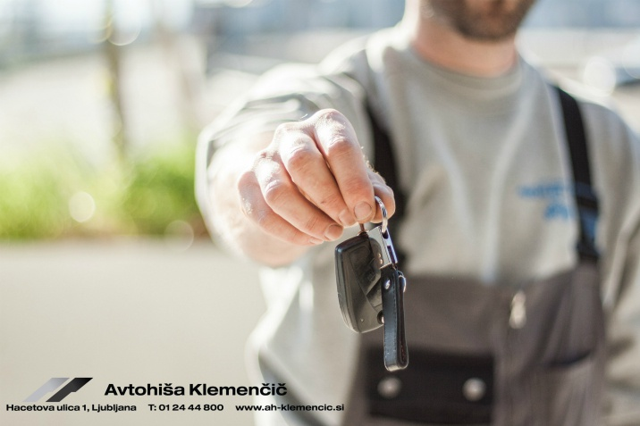 https://www.pexels.com/photo/car-driving-keys-repair-97075/